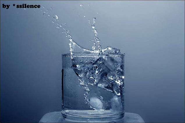 Стакан с водой и льдом это хороший пример разной степени прозрачности.