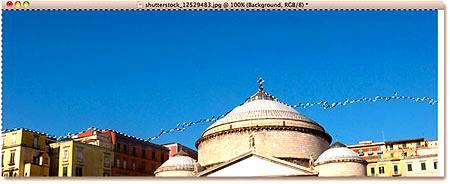 Некоторые яркие участки неба над зданиями не были включены в выделение.