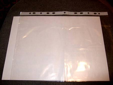 Белый лист бумаги и обычный прозрачный файл.